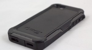 newest a0d75 edf55 Travel Tech Review | Otterbox vs. LifeProof for iPhone 5S
